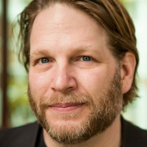 Zeb Welborn from the Defining Success Podcast interviews Chris Brogan from Human Business Works discussing service to others.